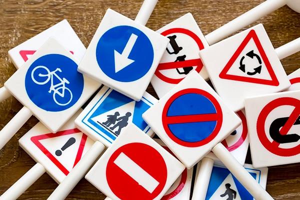Las señales de tráfico más raras que podrás encontrar en España